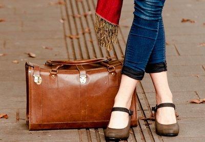 女性の国内旅行荷物