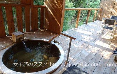松葉温泉 滝の湯の客室露天風呂