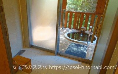 松葉温泉 滝の湯のシャワーブースと客室露天風呂